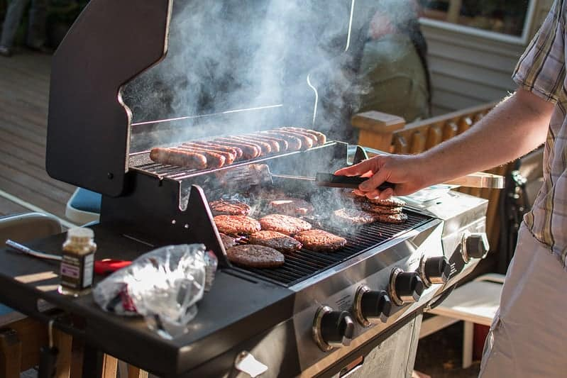 how to turn on gas grill